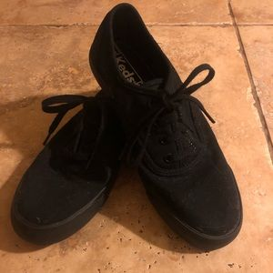 Never Worn Black Keds